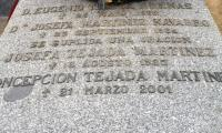 Inscripcion de bronce negro memorial spain.JPG